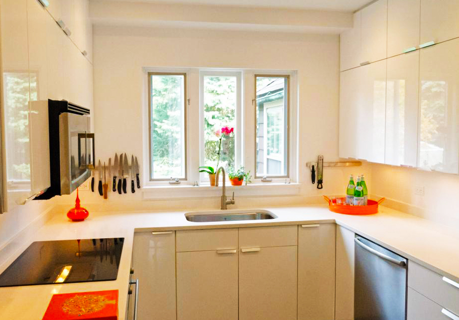 kitchen-designs-ideas-Simple-Ideas-Kitchen-Design-for-Small-Kitchen-Layout-in-white-modern-kitchen-design-in-small-spaces-in-glossy-kitchen-cabinet-finishing