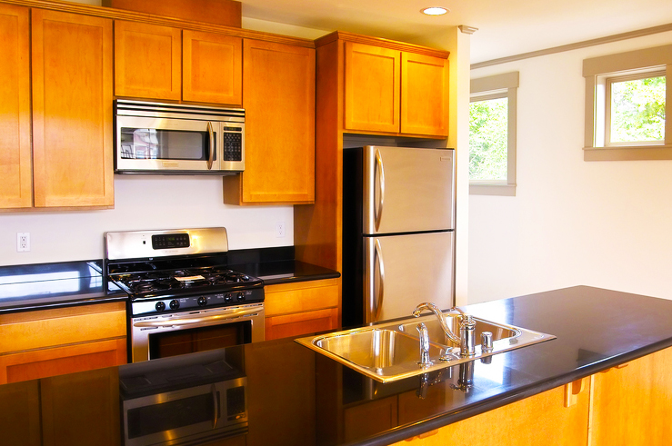 kitchen-designs-ideas-for-small-kitchen-layouts-with-wooden-kitchen-cabinet-with-long-kitchen-island-design-with-modern-sink-ideas-with-black-countertops