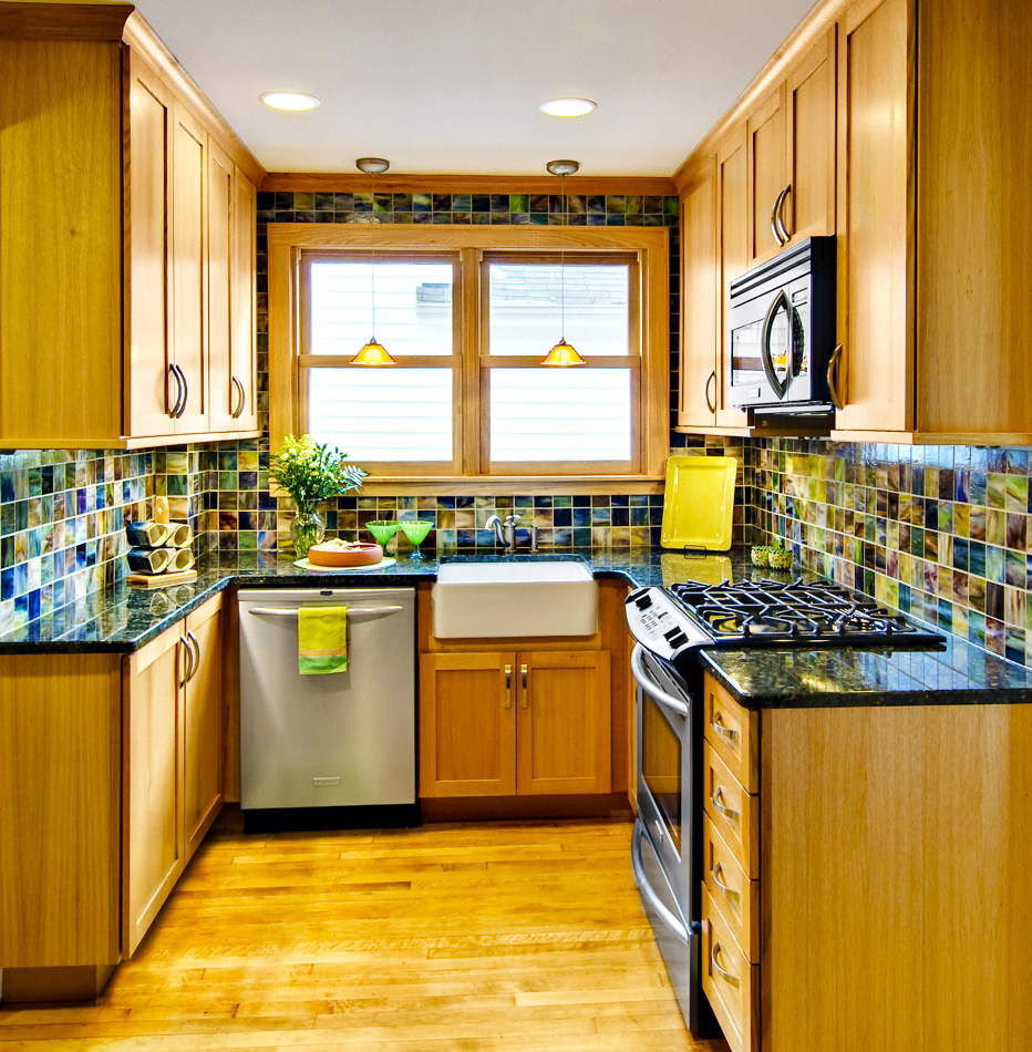 kitchen-designs-ideas-for-modern-small-kitchen-layouts-with-amazing-backsplash-tile-with-wooden-kitchen-cabinet-designs