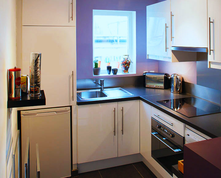 kitchen-design-ideas-for-small-kitchen-layouts-with-modern-white-kitchen-cabinet-designs-with-compact-kitchen-appliances-built-in-modern-stove