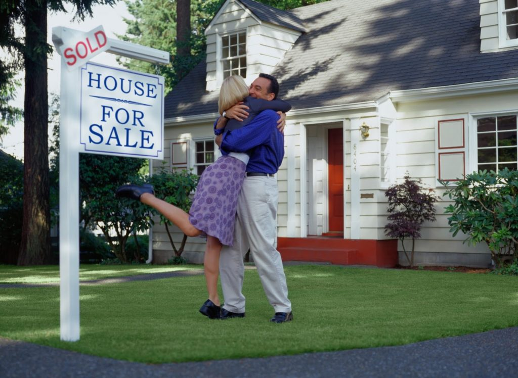 where-to-buy-a-cheap-house-with-super-cheap-houses-for-sale-for-young-couple-hug-for-their-new-home
