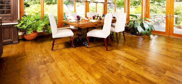 Beautiful-hardwood-floor-showroom-with-laminate-wood-flooring-installation