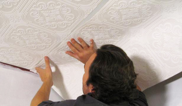 ceiling-wallpaper-tips-and-how-to-hang-wallpaper-that-is-not-prepasted