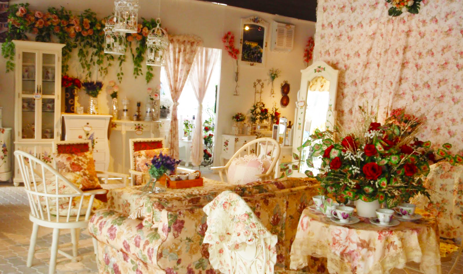 Country style home decor ideas with pictures roy home design for Country style home decorations