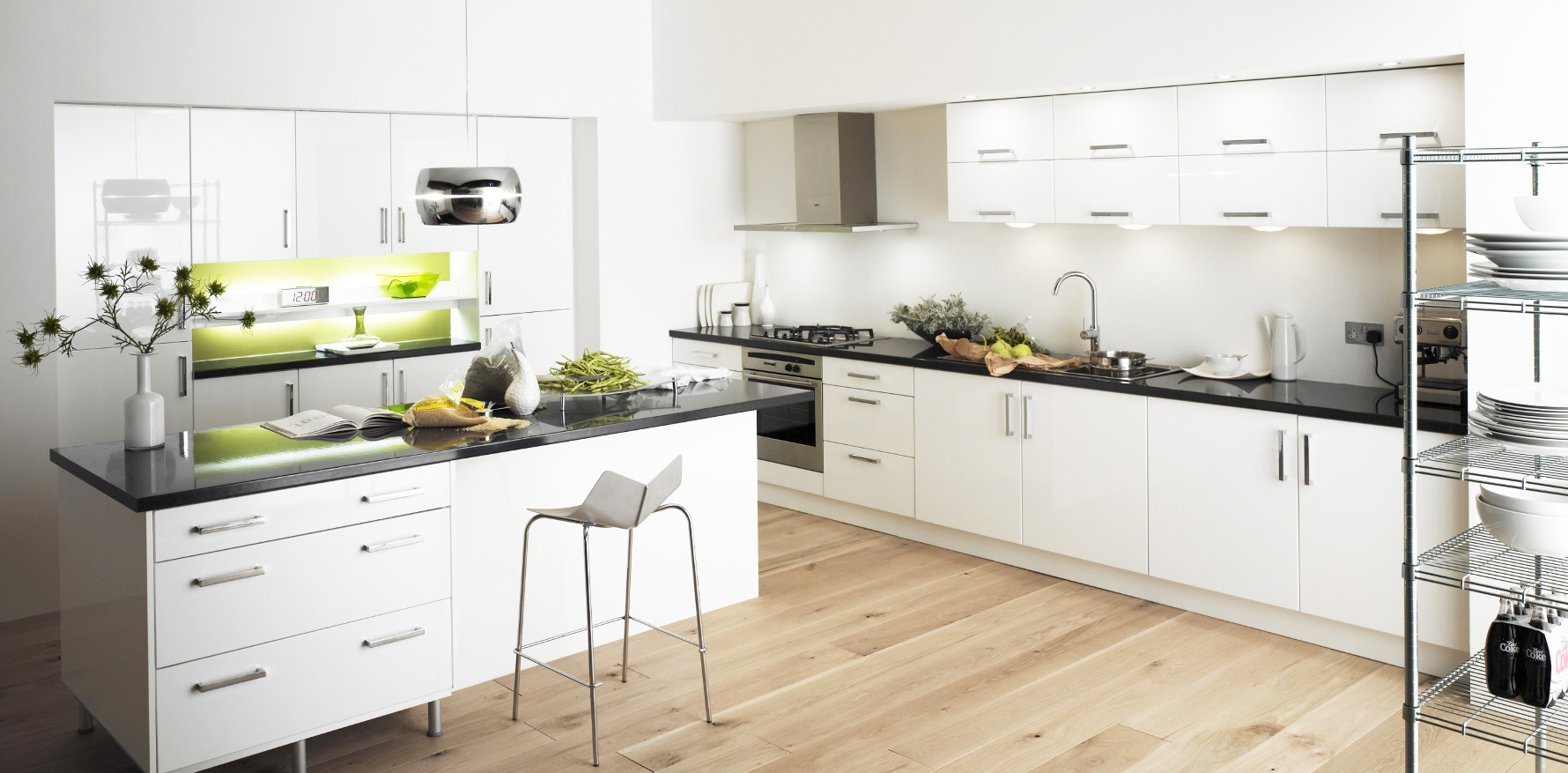White kitchen cabinet for great looking kitchen decor for Looking for kitchen designs