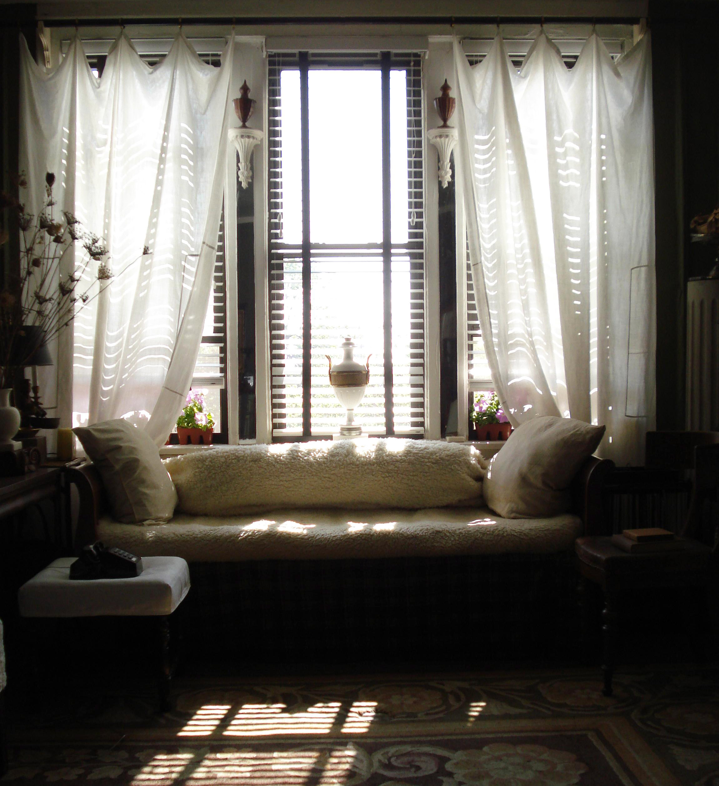 Tips for choosing living room curtain and window curtain ideas with best design custom curtains for modern or luxury living room curtain