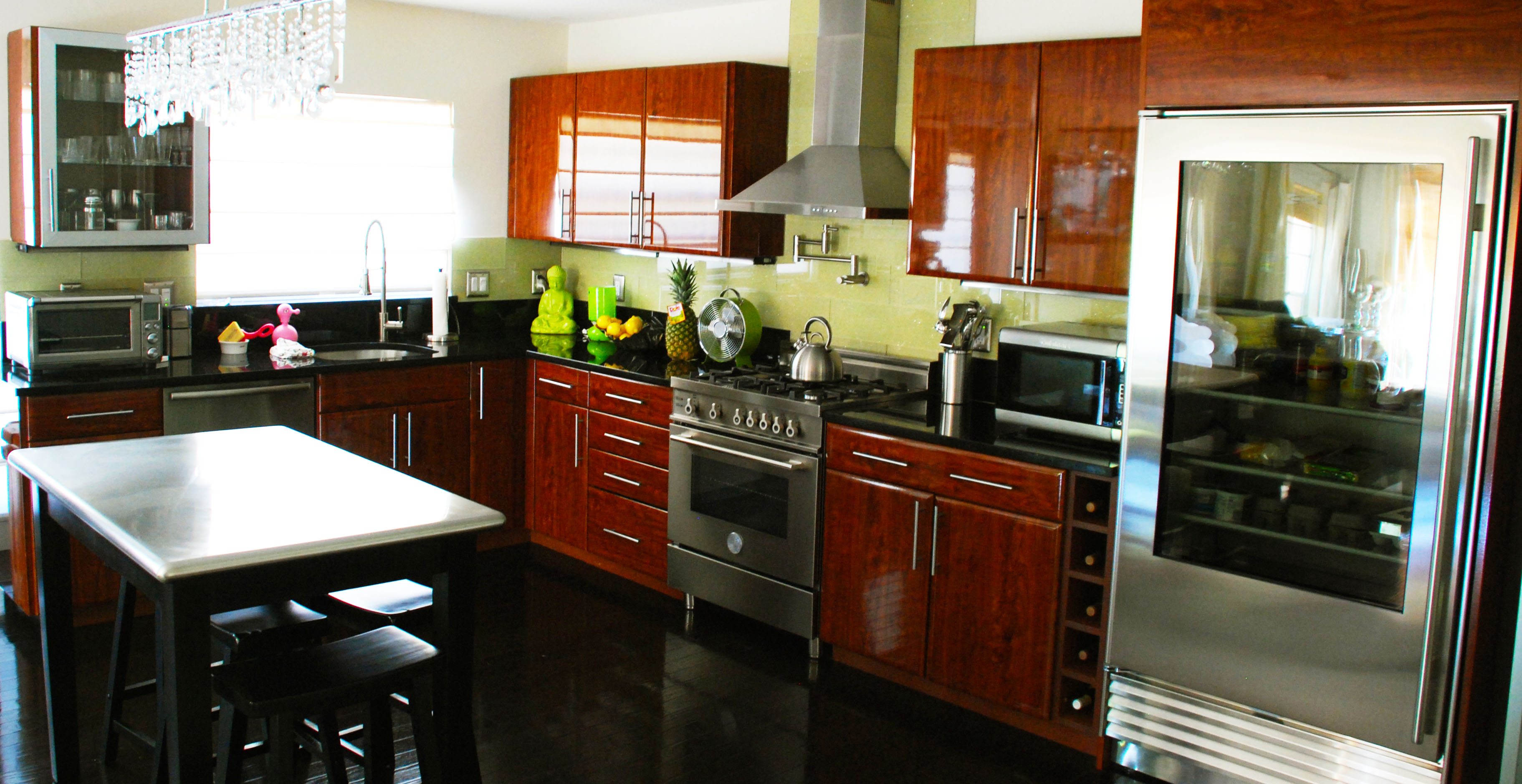 Be brave to apply espresso kitchen cabinets with granite for Granite colors for black cabinets