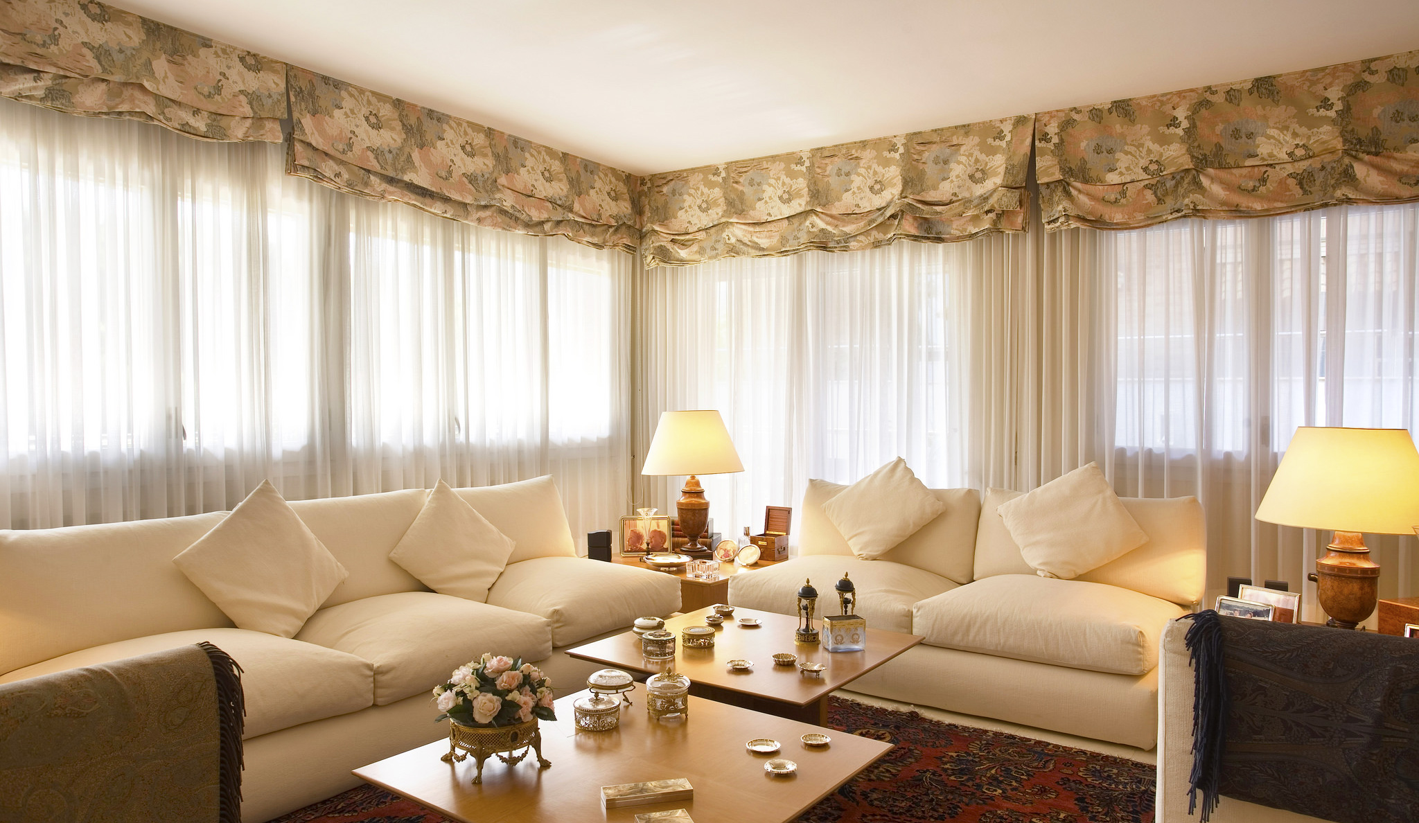 Tips for Choosing Living Room Curtain | Roy Home Design on Living Room Drapes Ideas  id=52793