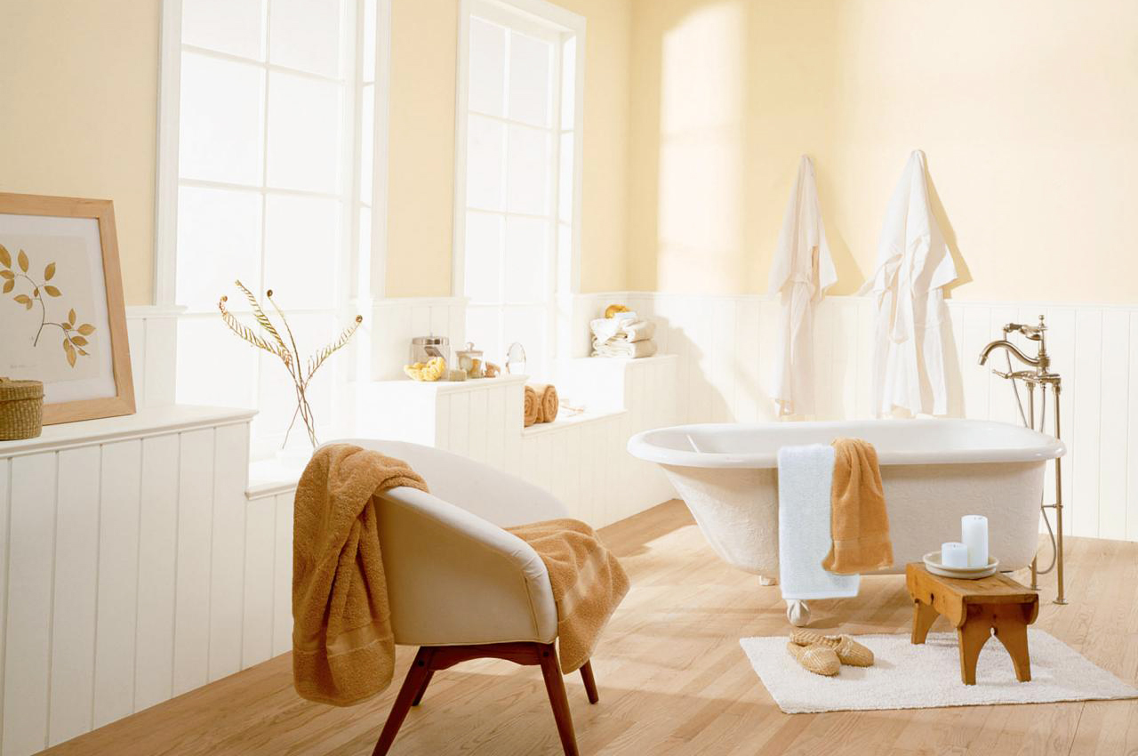 Semi-Gloss-Eggshell-Paint-with-white-and-soft-cream-for-relaxing-bathroom-decoration-also-hardwood-flooring-with-large-windows