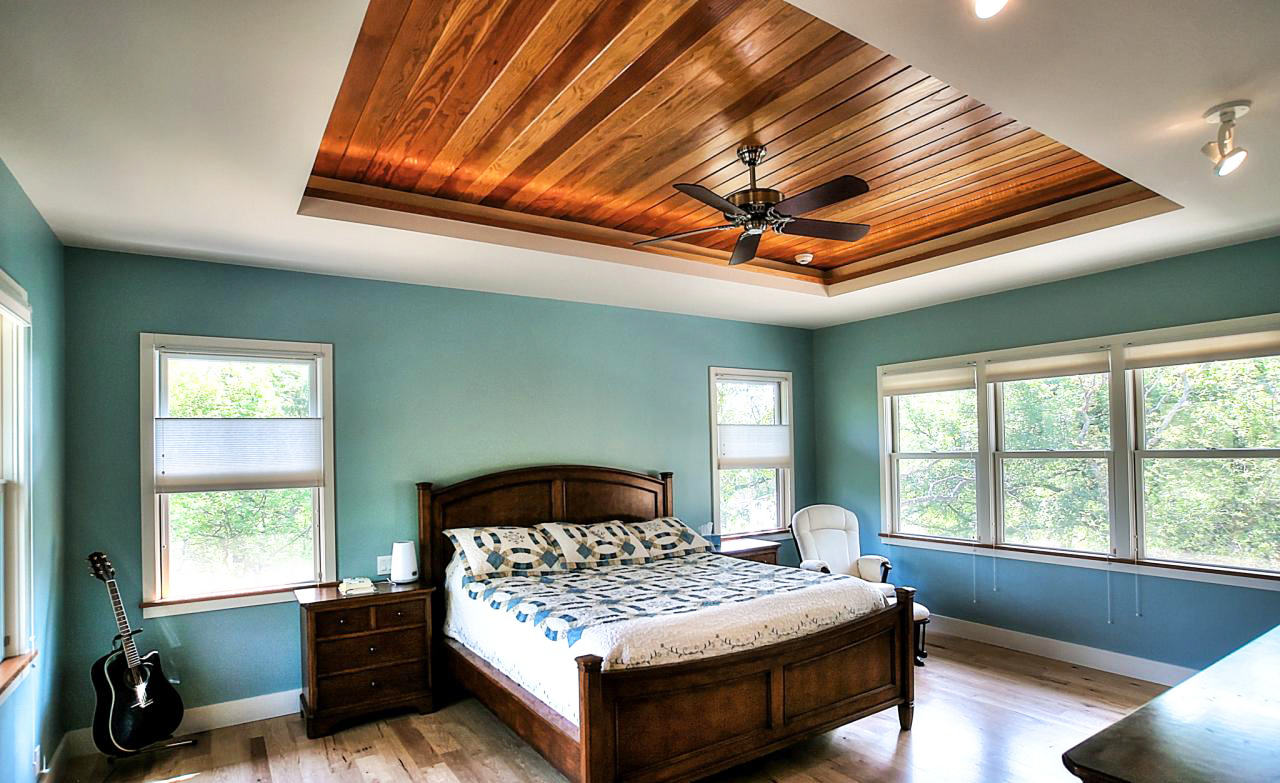 Tray-Ceiling-bedroom-Ideas-and-wood-ceiling-ideas-for-bedroom-ceiling-design-in-simple-modern-bedroom-design-with-hardwood-flooring