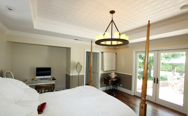 bedroom-ceiling-design-for-panel-ceiling-ideas-in-simple-traditional-bedroom-design-with-hardwood-flooring-also-queen-size-bed-in-boardroom-bedroom-spaces