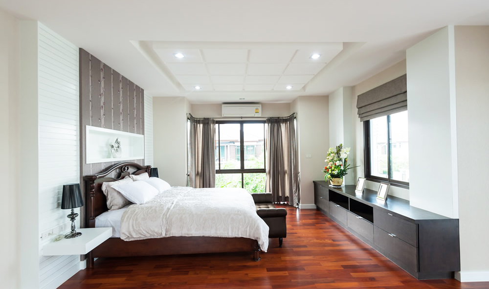 bedroom-ceiling-design-with-cork-ceiling-decorations-ideas-with-hardwood-flooring-style
