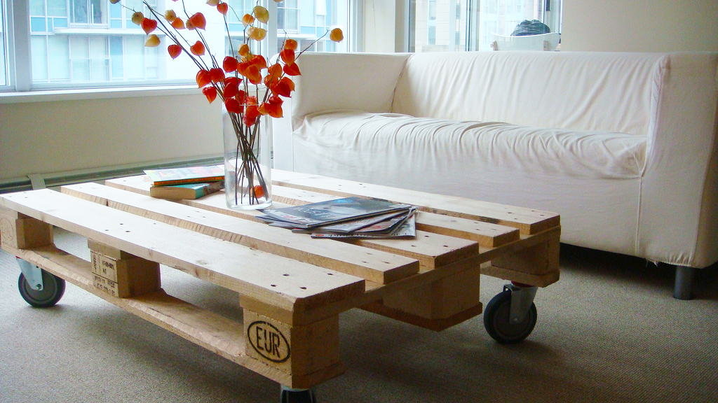 Pallet Coffee Table DIY Unique Feature