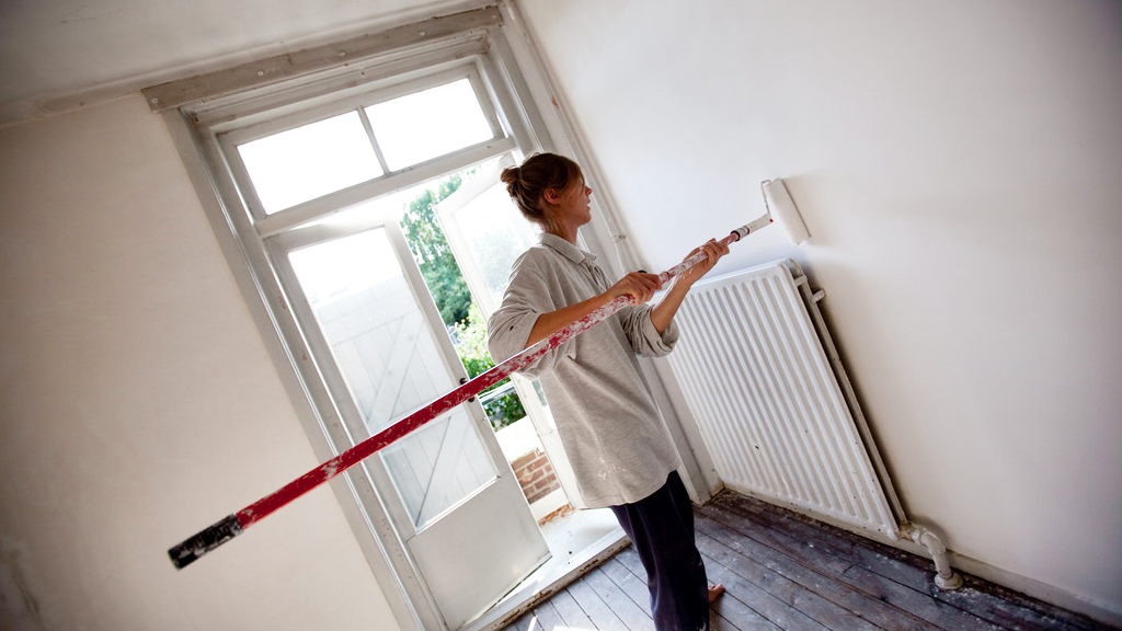 long-roller-paint-walls-ideas-for-painting-wall-interior-home-with-white-paint-for-walls