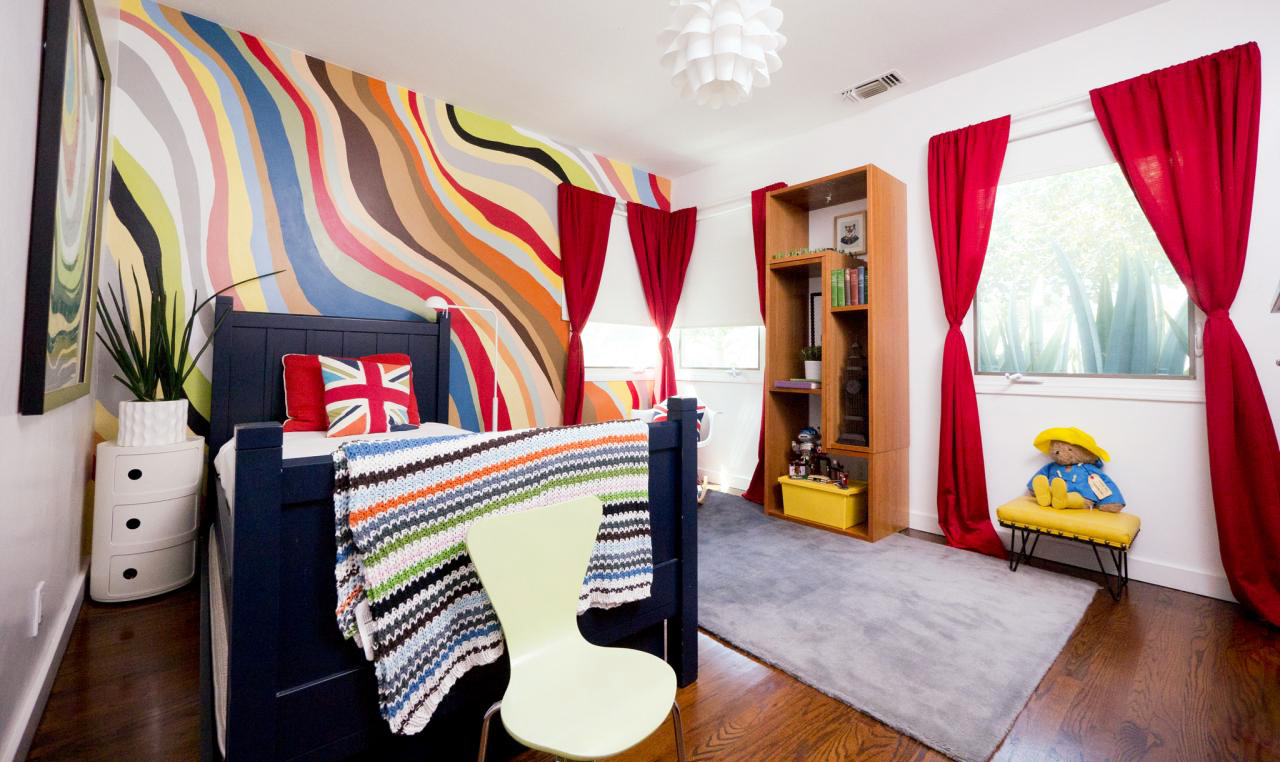 wall-paint-ideas-for-teenager-bedroom-with-wave-lines-home-decorating-ideas-painting-with-red-curtain-and-hardwood-flooring