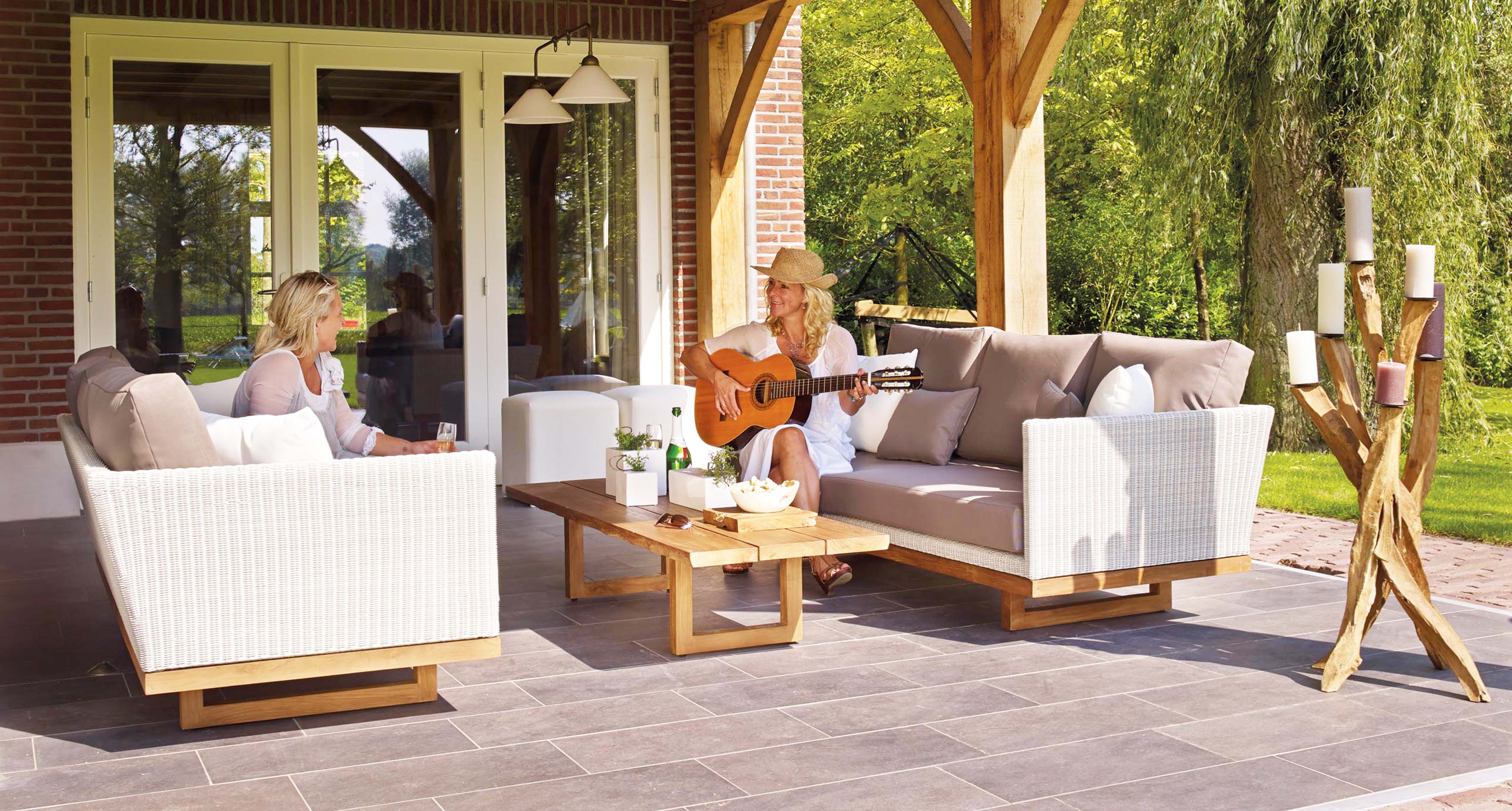 wood-coffee-table-for-outdoor-in-patio-with-grey-and-white-fabric-sofa