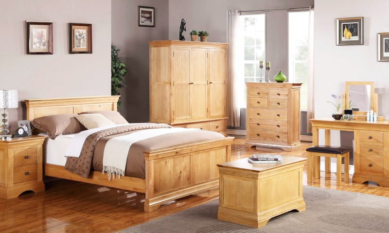 Golden-Oak-Furniture-in-Bedroom-for-wood-home-furnishings-with-rusctic-furniture-ideas