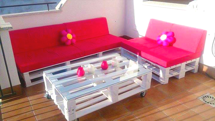 Outdoor furniture ideas from pallet roy home design for What does contemporary furniture mean