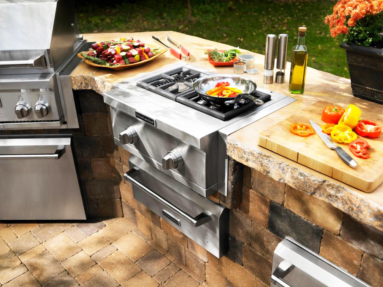 backyard-kitchen-designs-ideas-for-outdoor-kitchens-designs-with-small-backyard-design-and-outdoor-kitchen-appliances