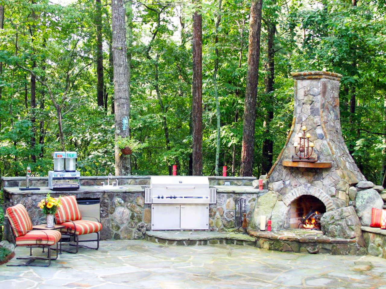 backyard-kitchen-designs-ideas-with-oven-stone-outdoor-kitchen-grills-and-backyard-landscaping-ideas-to-build-bbq-grill