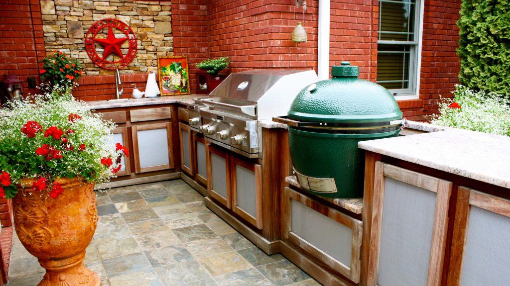 Backyard Kitchen Designs Ideas With Outdoor Kitchen Grills Design . Kitchen  : Backyard Barbecue ...