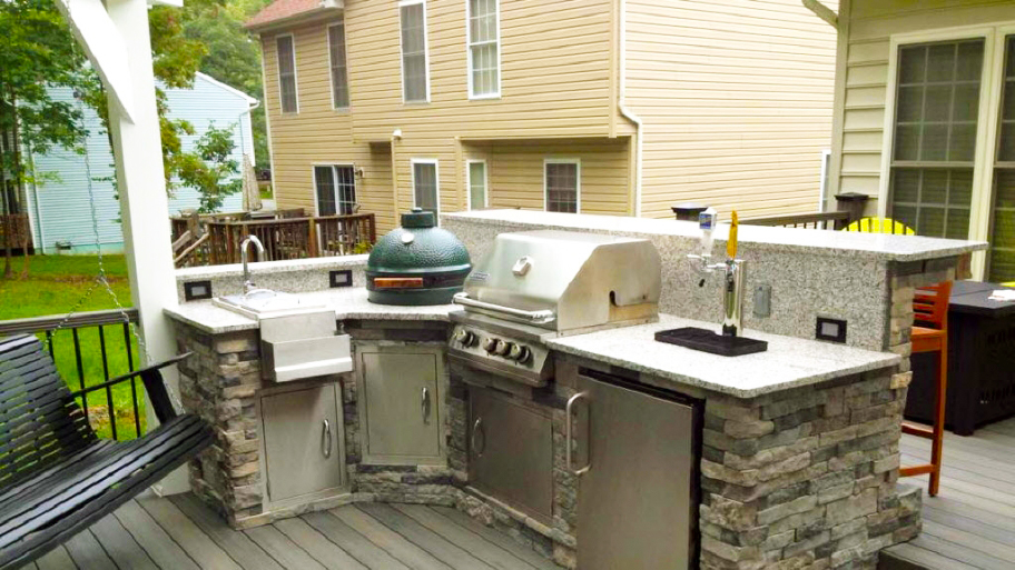 Best backyard kitchen designs roy home design for Small backyard outdoor kitchen