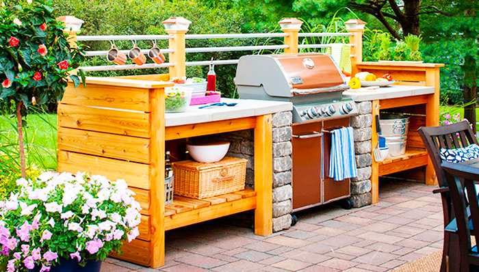 backyard-kitchen-designs-ideas-with-traditional-wood-outdoor-kitchen-grills-design-to-build-smal-maple-outdoor-kitchen-designs