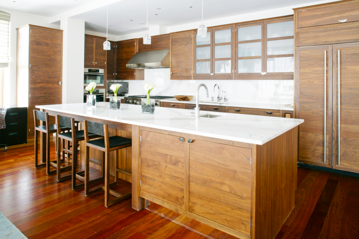 contemporary-kitchen-cabinets-modern-hanging-lamp-installed-above-kitchen-island-with-curved-faucet-and-square-sink-facing-the-custom-wood-kitchen-cabinets