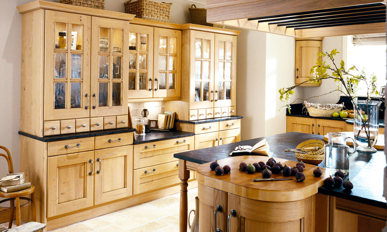 country-kitchen-design-from-oak-kitchen-cabinets-for-gallery-kitchen-design-ideas-with-black-countertop-ideas-for-new-custom-country-kitchen-designs-pictures