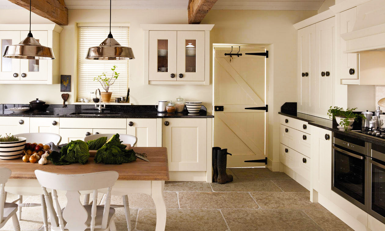 country-kitchen-design-ideas-for-remodeling-white-oak-kitchen-cabinets-storage-and-gallery-country-kitchen-design-layout-with-hanging-lamps-kitchen-decorations