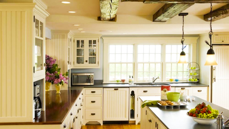 country-kitchen-design-with-kitchen-cabinets-traditional-white-island-ceiling-beam-wood-floor-pendant-lights-and-oak-kitchen-cabinets-also-kitchen-island-designs
