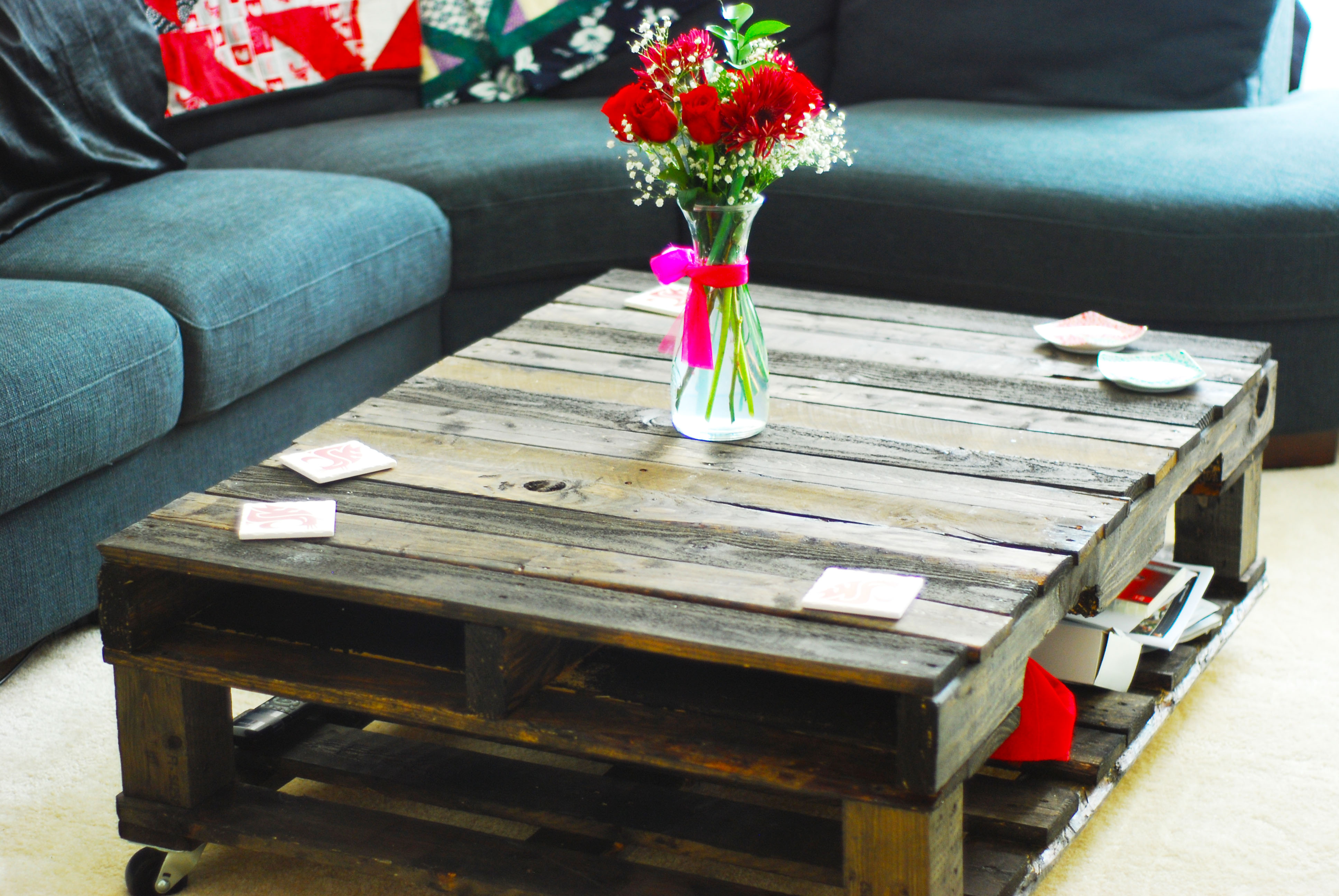furniture-ideas-from-wood-pallet-project-ideas-for-great-diy-idea-with-pallet-coffee-tablewith-storage-also-bottom-shelves-and-distressed-teak-wood-pallet-jacks
