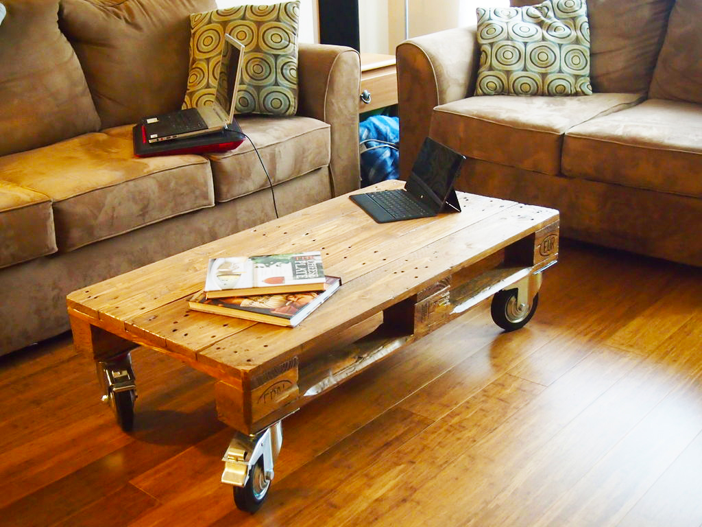 furniture-ideas-from-wood-pallet-project-ideas-how-to-make-wood-rolling-coffee-table-with-wheels-for-pallet-living-room-furnitures