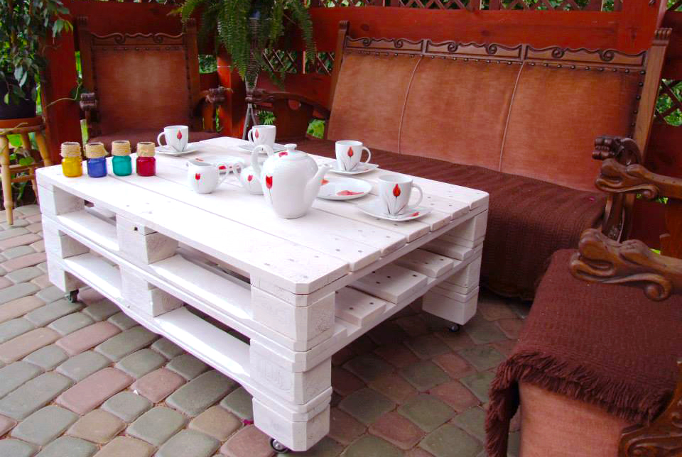 furniture-ideas-from-wood-pallet-project-ideas-with-stacked-pallet-white-coffee-table-for-outdoor-wood-pallet-furniture-in-patio