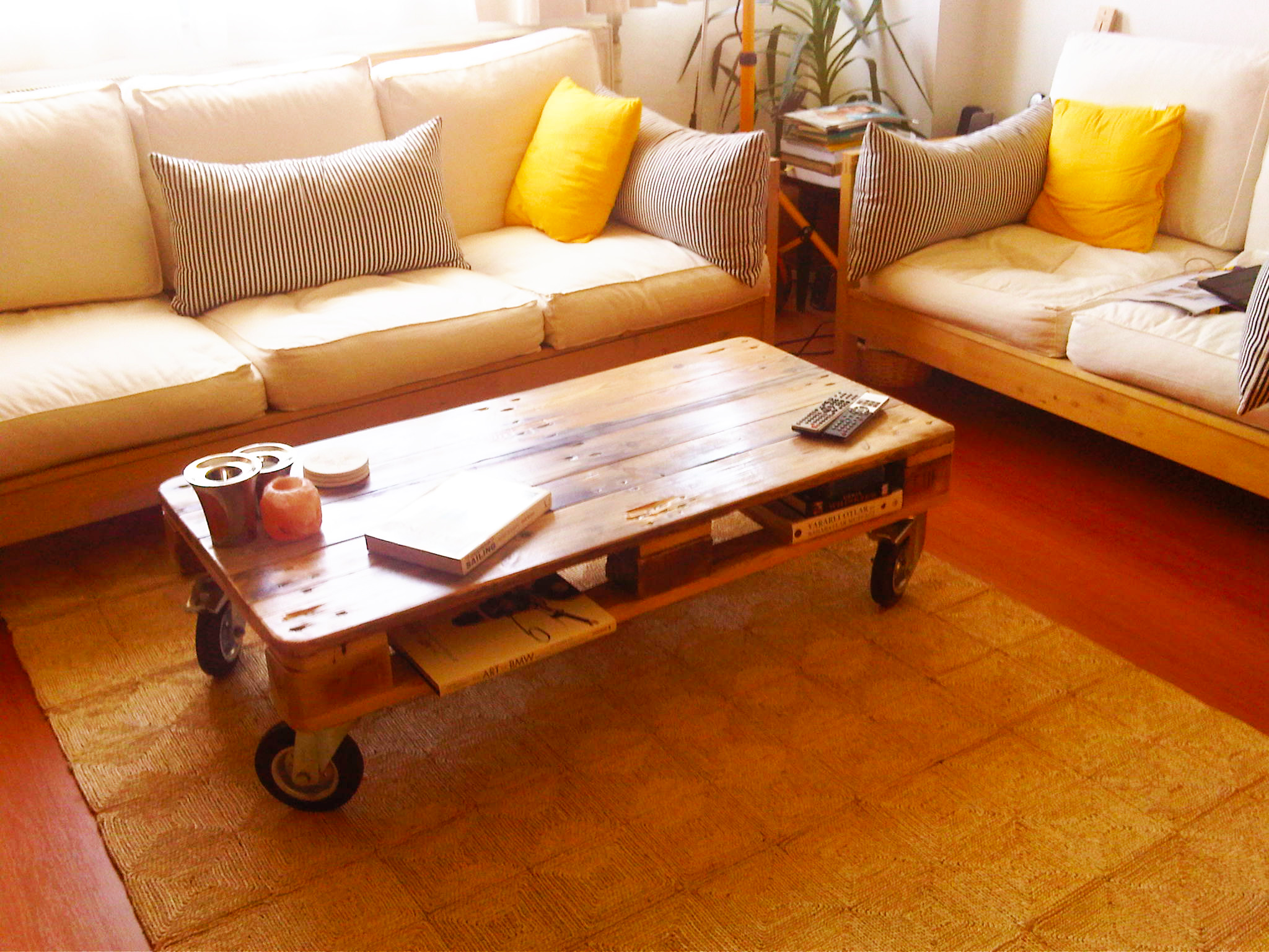 furnitures-ideas-from-wood-pallet-by-wood-pallet-project-to-make-pallet-table-design-with-wheels