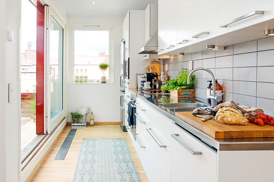 ideas-for-small-kitchens-layouts-with-small-kitchen-photos-ideas-for-white-small-kitchen-remodeling-ideas