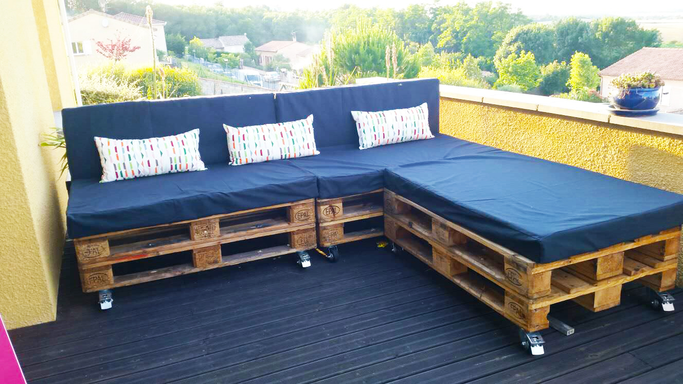 Outdoor furniture ideas from pallet roy home design for Outdoor deck furniture ideas