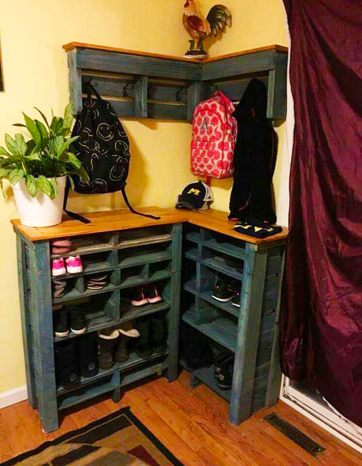 storage areas from pallet roy home design. Black Bedroom Furniture Sets. Home Design Ideas