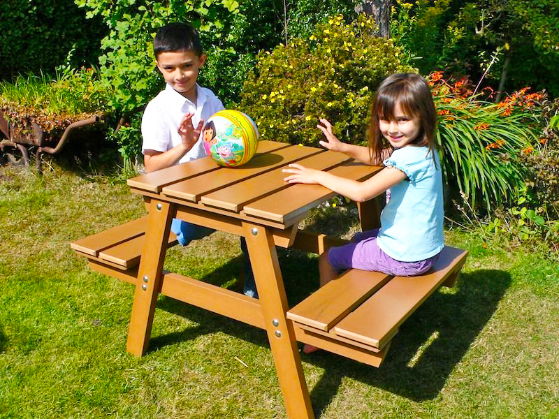 wooden-pallet-for-childrens-picnic-tables-with-pallet-furniture-plans-with-pallet-furniture-how-to-make-pallet-kids-picnic-table-design-for-wood-pallet-outdoor-furnitures