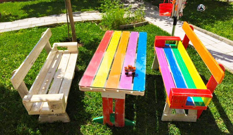 wooden-pallet-furniture-how-to-make-pallet-bench-and-table-for-kids-furniture-with-pallet-furniture-plans