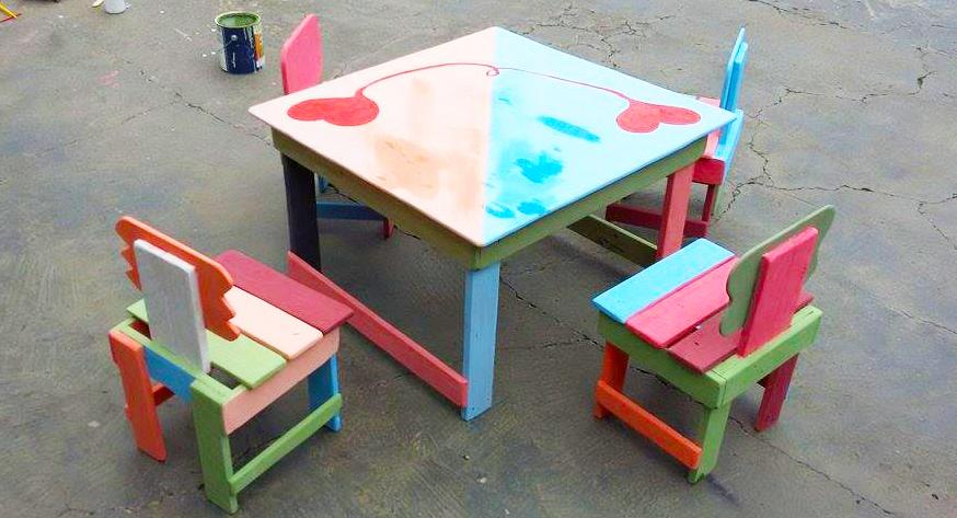 wooden-pallet-kids-furniture-for-kids-dining-table-set-with-color-full-pallet-furniture