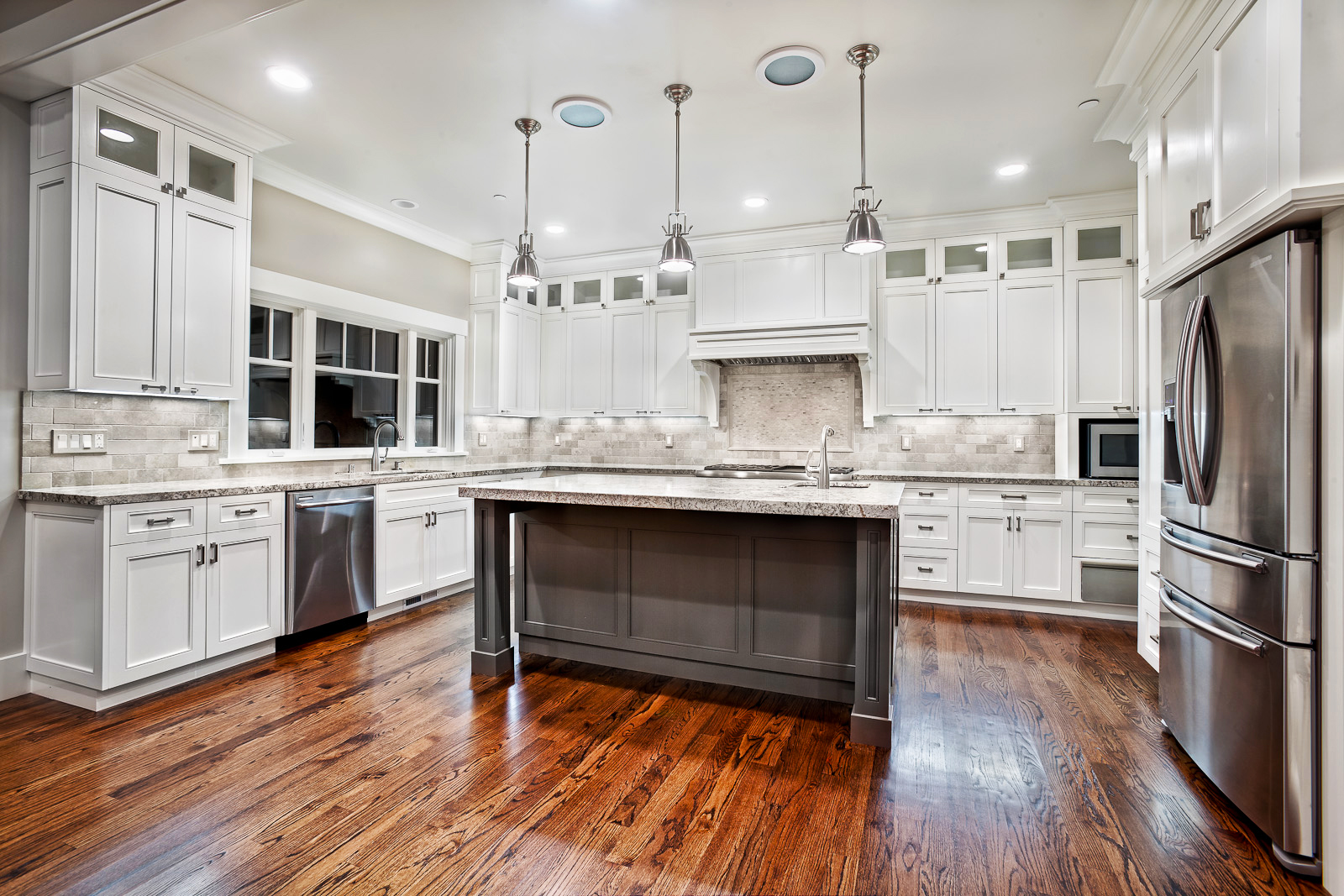 Ideas for custom kitchen cabinets roy home design for Kitchen remodel ideas with white cabinets