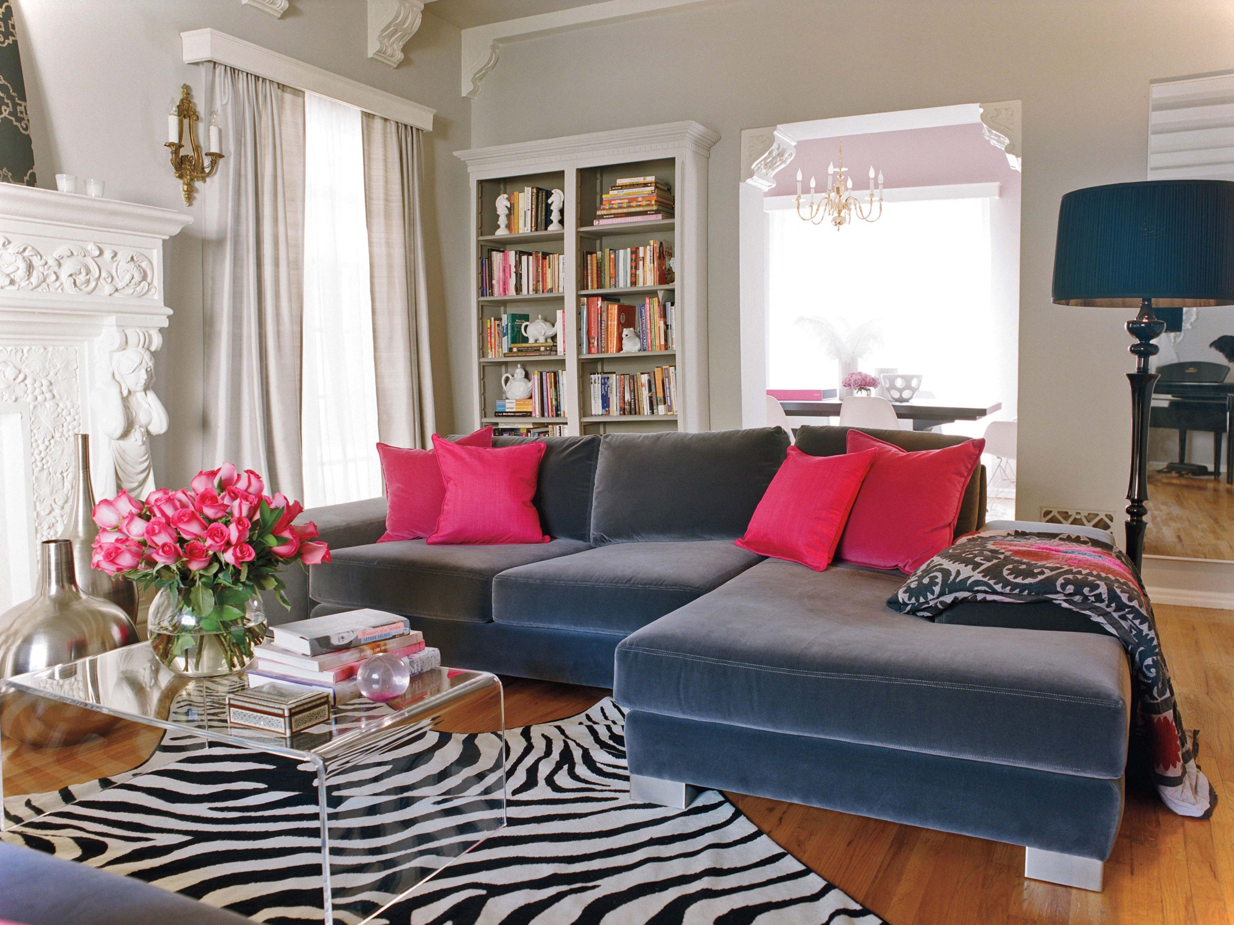 country living room ideas decorating with blue fabric sectionals sofa with small pink cushions
