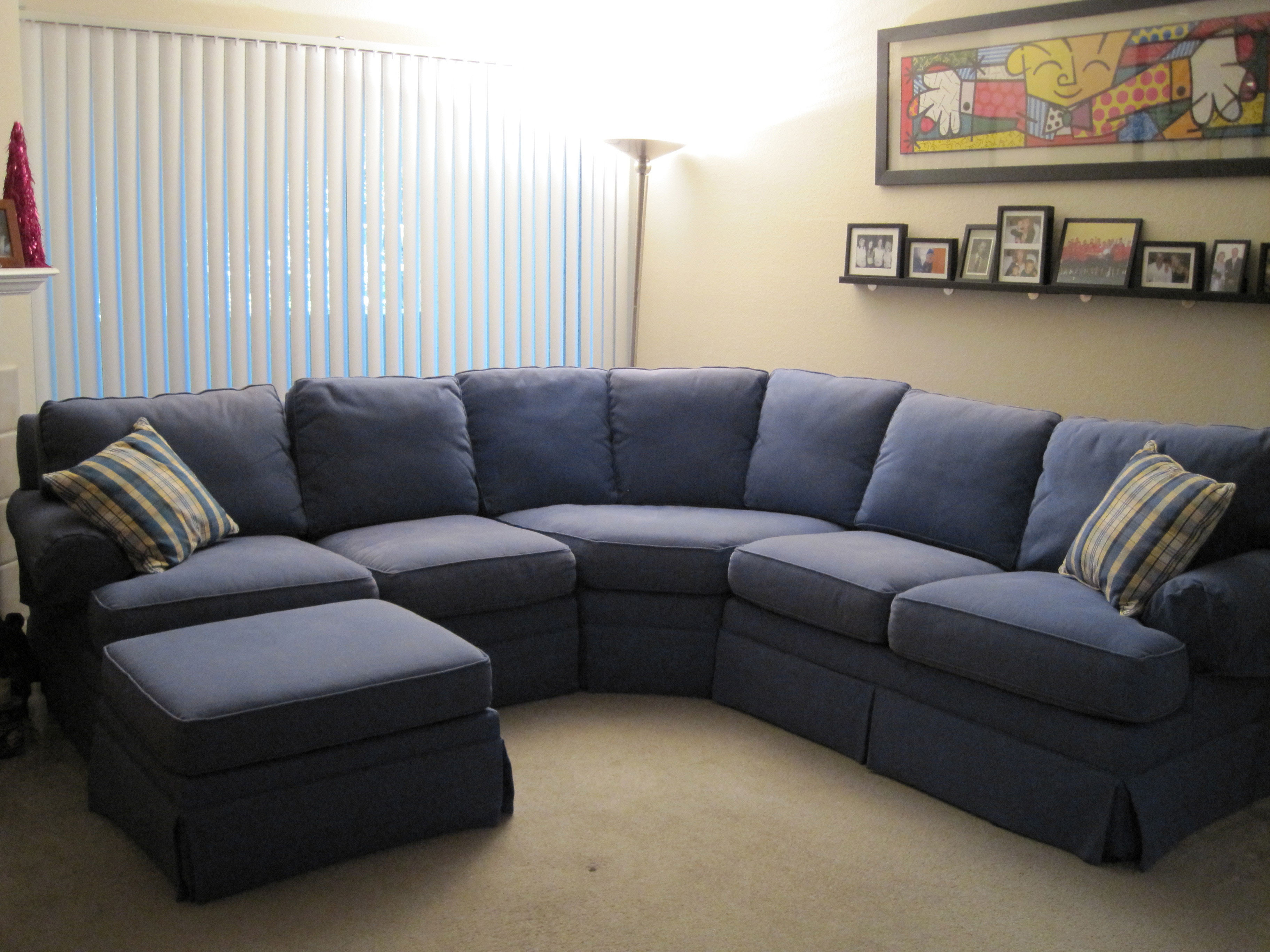 Living rooms with sectionals sofa for small living room for Sofa in a small living room