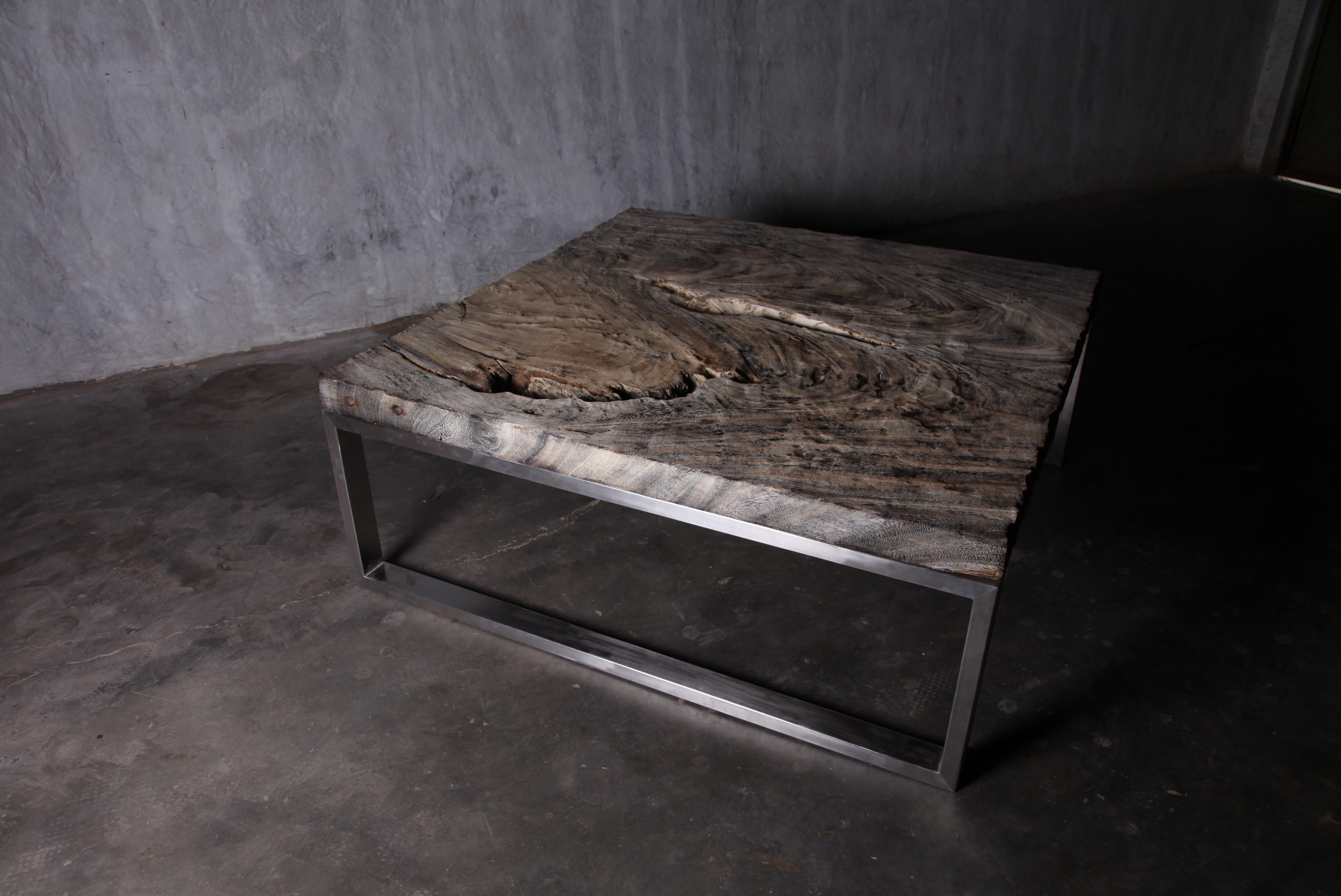 chrome and wood coffee table 02