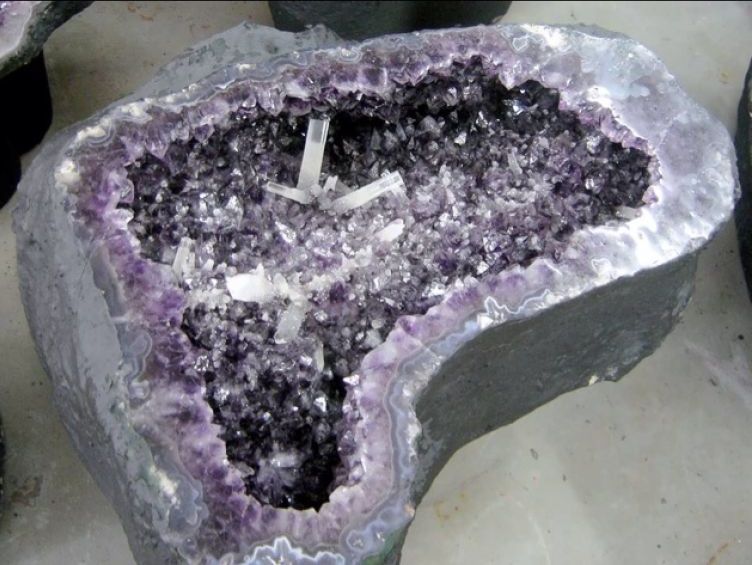 geode coffee table 19