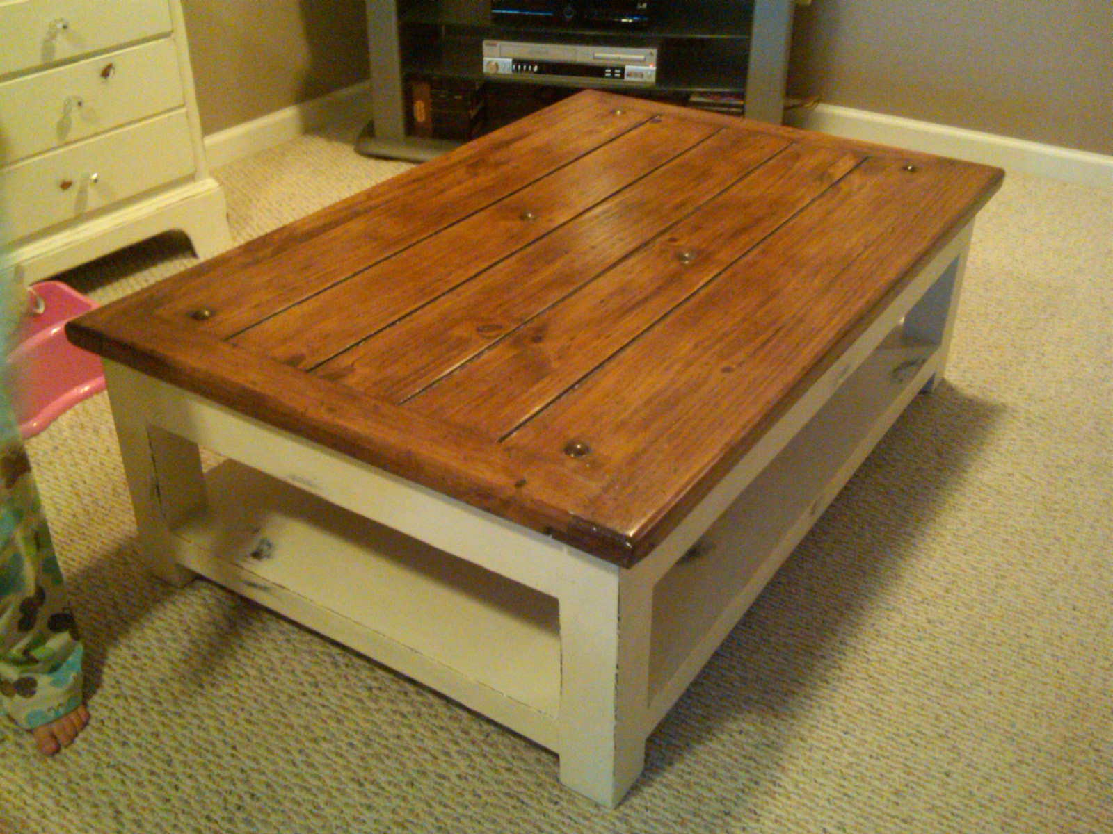 white washed wood coffee table 04