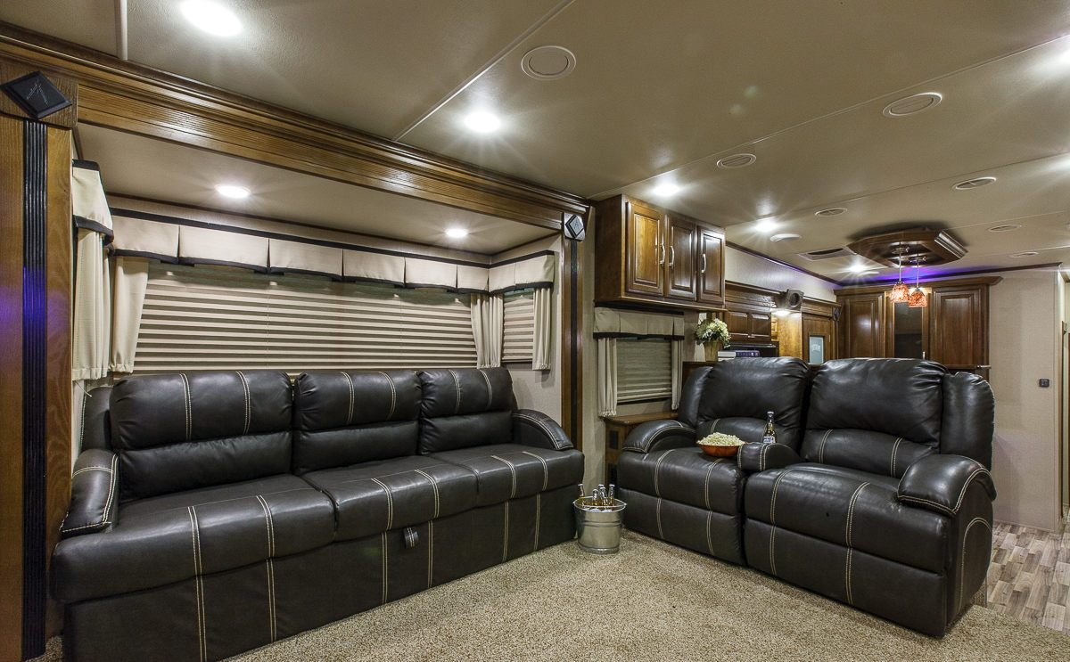 fifth wheel campers with front living rooms 06