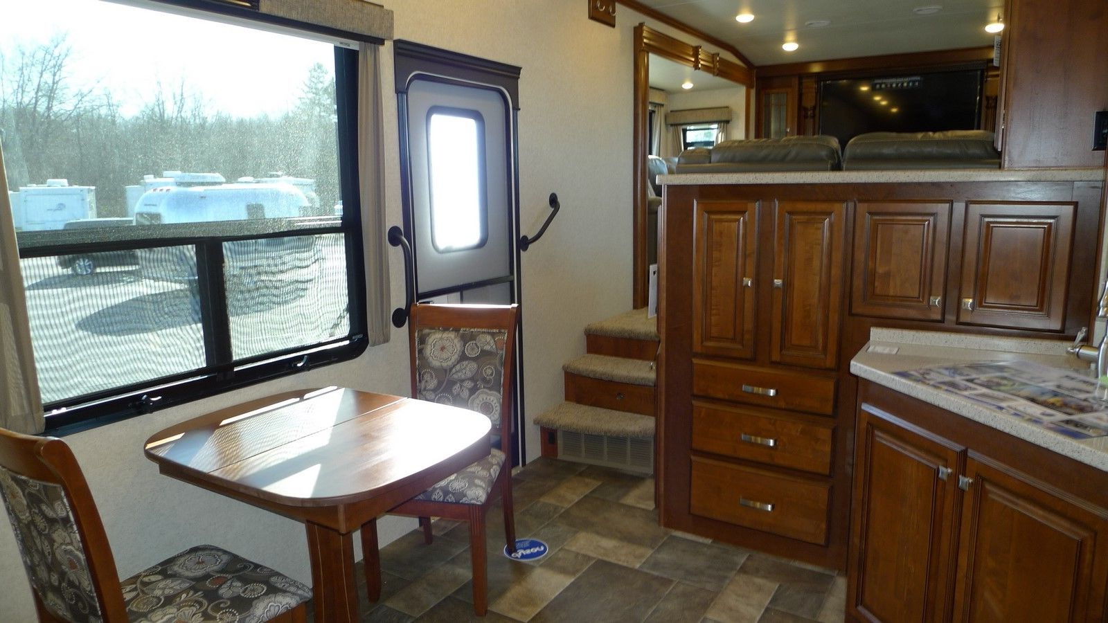 fifth wheel campers with front living rooms 07