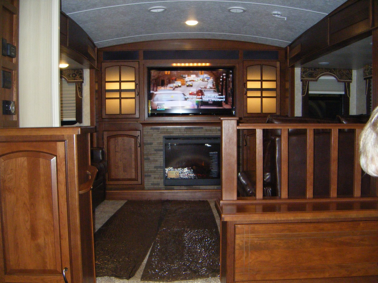 fifth wheel campers with front living rooms 08